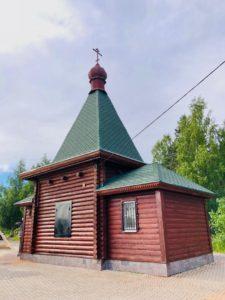 Храм в честь Воскресения Христова на кладбище в пос. Углово.